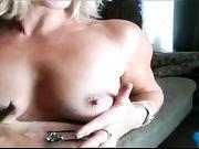 Mamá masturbándose delante de la cámara