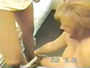 Mulher coroa fazendo sexo com um homem negão