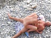 Una pareja rusa hace sexo en la playa