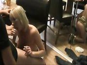 Porno oral y sexo con una rubia madura
