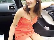 Secreto del sexo oral con su novia fuera del coche en la carretera