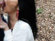 Una prostituta madura es filmada haciendo una mamada en el bosque